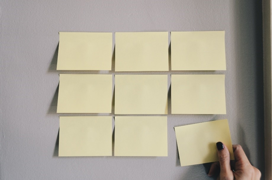 Post it na zidu (izvor: pexels.com)